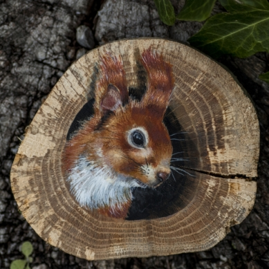 Red squirrel painting on an oak wood slice